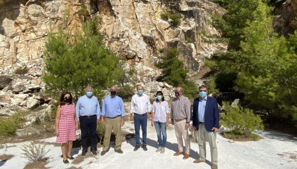 Επίσκεψη Κωστή Χατζηδάκη στην Πεντέλη – Στόχος η περιβαλλοντική προστασία και ανάδειξη του βουνού